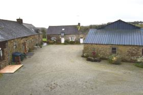 Image No.0-Maison de 11 chambres à vendre à Plouguenast