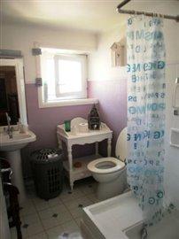 22-P7020918 SALLE DEAU ET WC