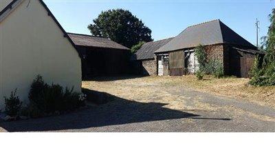 5-14977 House Barns 1