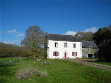 1 - Saint-Goazec, House