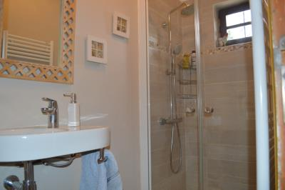 15758_0453-Shower-room-RDC