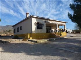 Canalosa, Villa