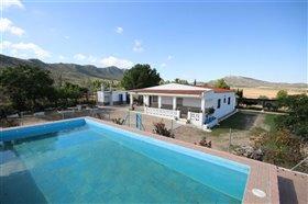 Image No.0-Villa de 5 chambres à vendre à Yecla