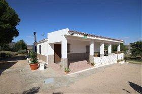 Image No.4-Villa de 5 chambres à vendre à Yecla