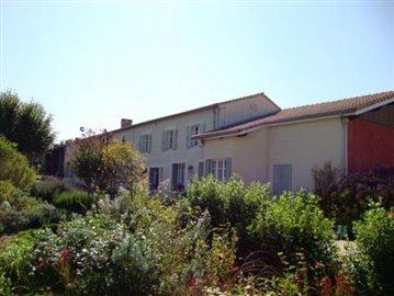 1 - Montguyon, House