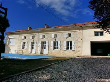 1 - Montguyon, Country House