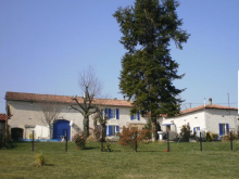 Montboyer, Farmhouse