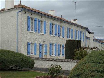 1 - Saint-Aigulin, House
