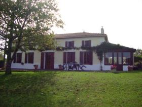 Montendre, Country House
