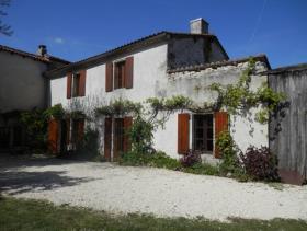 Image No.0-Maison de 5 chambres à vendre à Champagne-et-Fontaine