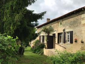 Chalais, Country House