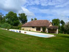 Verteillac, Country Property