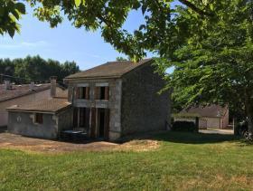 Saint-Martin-de-Coux, House