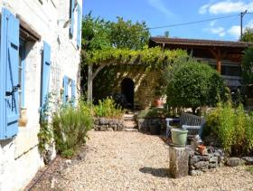 Image No.11-4 Bed Farmhouse for sale