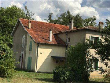 1 - Montguyon, Village House