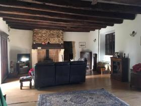 Image No.8-7 Bed Farmhouse for sale