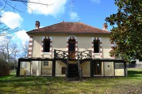 Baignes-Sainte-Radegonde, Country House