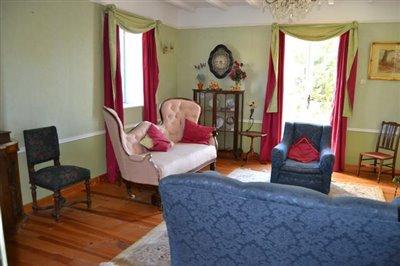 Bedroom-or-upstairs-lounge