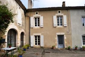 Montmoreau-Saint-Cybard, House
