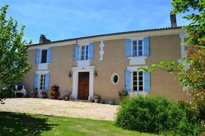 1 - Ribérac, Village House