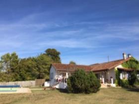 Bonnes, House/Villa
