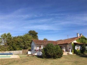 1 - Bonnes, House/Villa