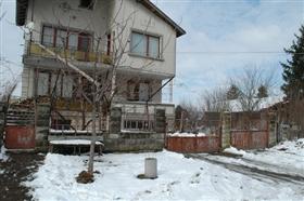 Image No.3-Propriété de 4 chambres à vendre à Slivo Pole