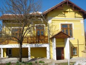 Obedinenie, Village House