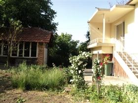 Image No.0-Propriété de 4 chambres à vendre à Ruse