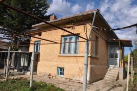 Image No.0-Maison de village de 2 chambres à vendre à Rusalya