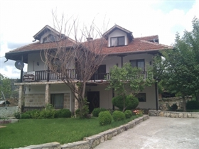 1. 5 Bed Property for sale