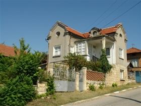 Batishnitsa, Property