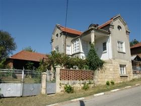 Image No.1-Propriété de 3 chambres à vendre à Batishnitsa
