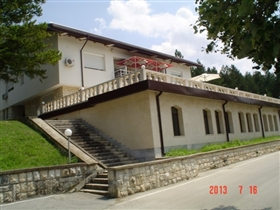 Image No.17-8 Bed Property for sale