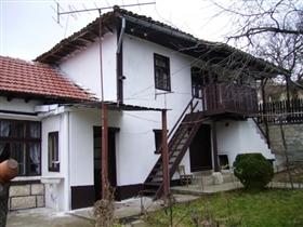 Image No.2-Propriété de 3 chambres à vendre à Dve Mogili