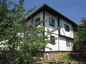 Stanchov Han, Country Property