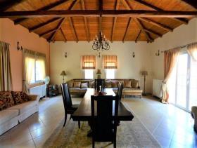 Image No.5-Maison de 4 chambres à vendre à Pera Melana
