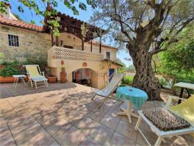 Image No.0-Maison / Villa de 2 chambres à vendre à Tyros