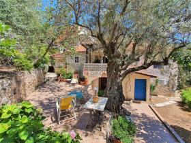 Image No.1-Maison / Villa de 2 chambres à vendre à Tyros