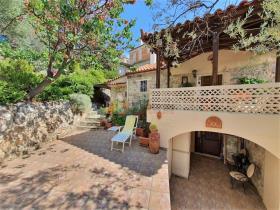 Image No.3-Maison / Villa de 2 chambres à vendre à Tyros