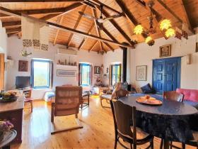 Image No.5-Maison / Villa de 2 chambres à vendre à Tyros