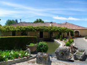 Image No.1-Châteaux de 11 chambres à vendre à Saint-Maigrin
