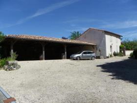 Image No.9-Châteaux de 11 chambres à vendre à Saint-Maigrin