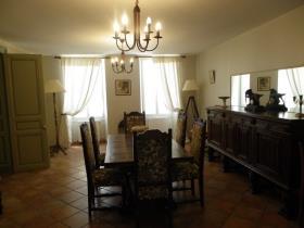 Image No.14-Châteaux de 11 chambres à vendre à Saint-Maigrin