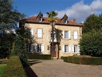1 - Cazaubon, House