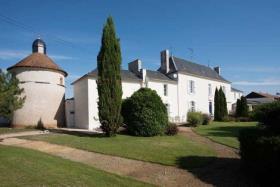 Image No.1-Châteaux de 19 chambres à vendre à Marigny-Brizay