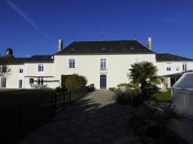 Image No.7-Châteaux de 19 chambres à vendre à Marigny-Brizay