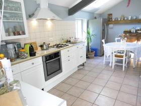 Image No.2-Maison de campagne de 4 chambres à vendre à Chénérailles