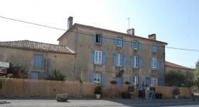 Image No.0-Maison de 8 chambres à vendre à Gajoubert