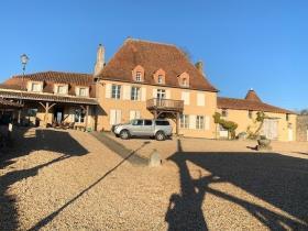 Image No.0-Châteaux de 7 chambres à vendre à Oradour-Saint-Genest